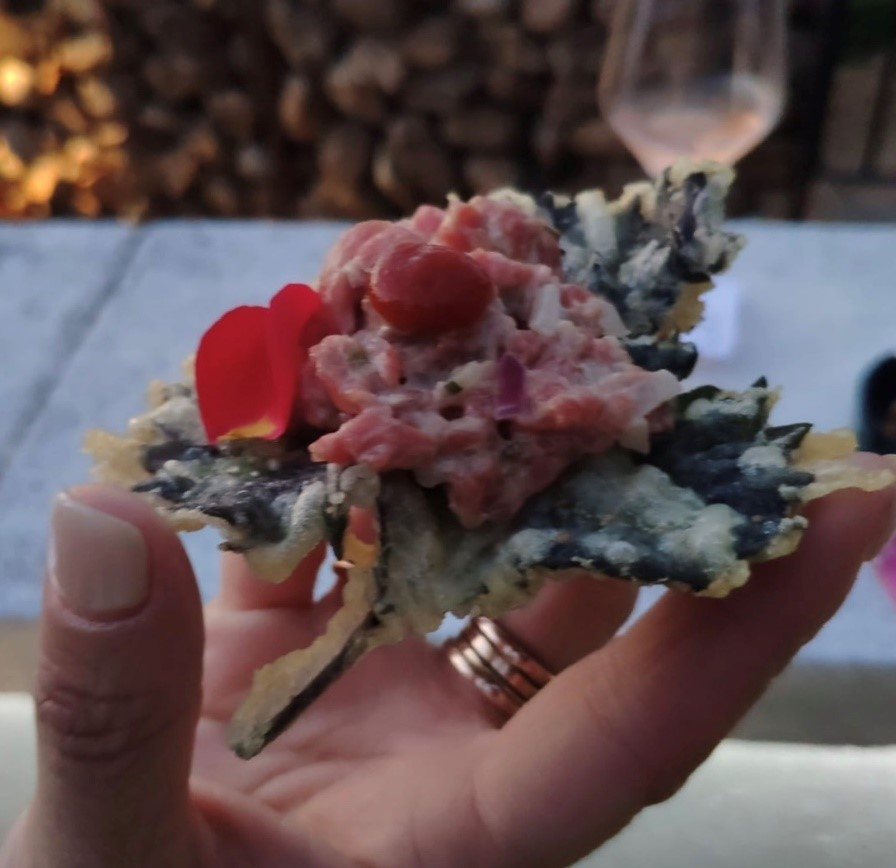 Steak tartar con shiso en tempura