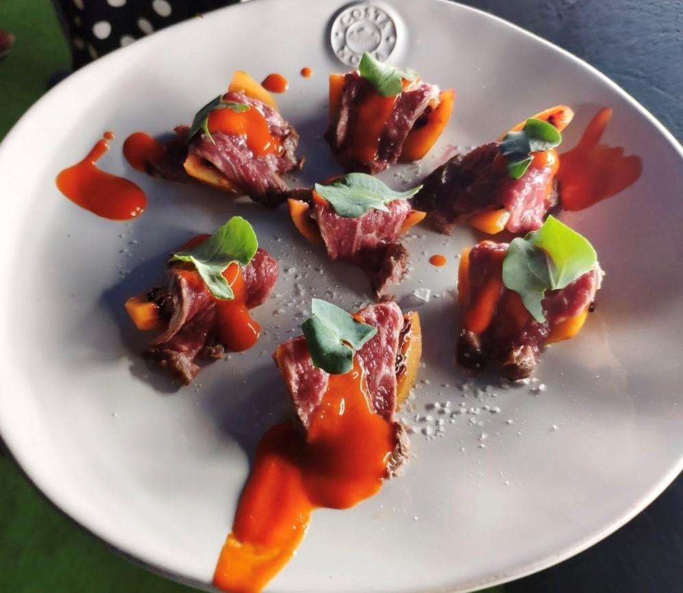 Tataki de presa con tomatillo de árbol