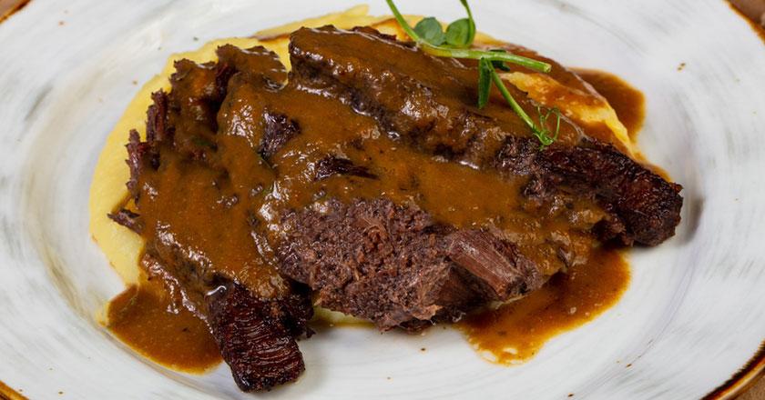 carne con salsa española