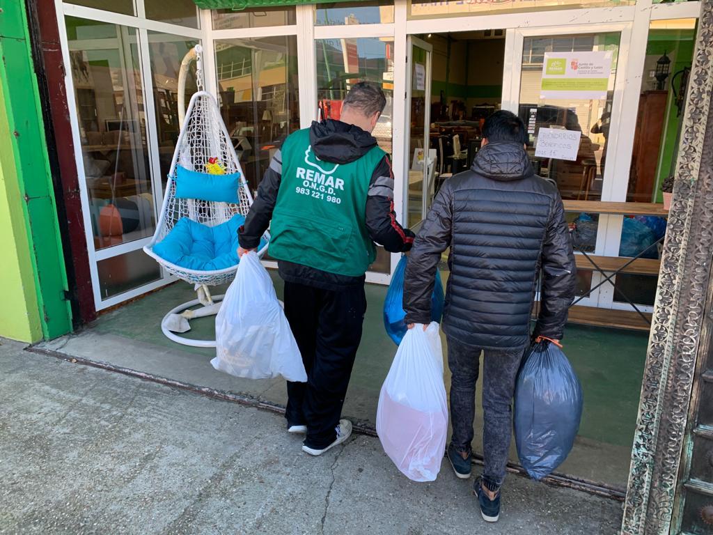 Los trabajadores de Grupo Miguel Vergara donan 120 kgs de ropa a personas sin recursos de Valladolid